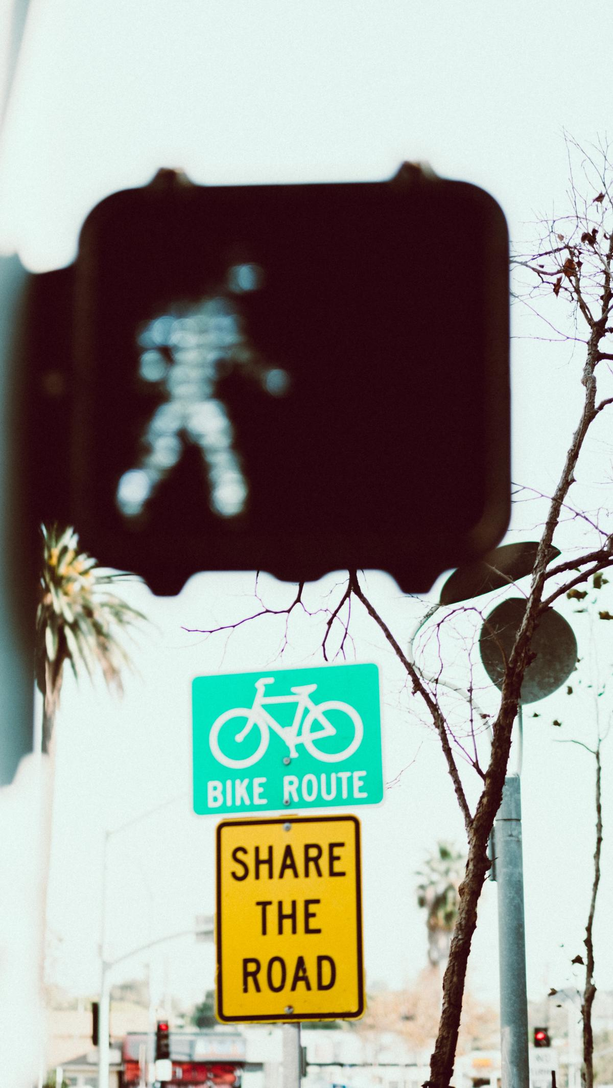 Shared road traffic signals